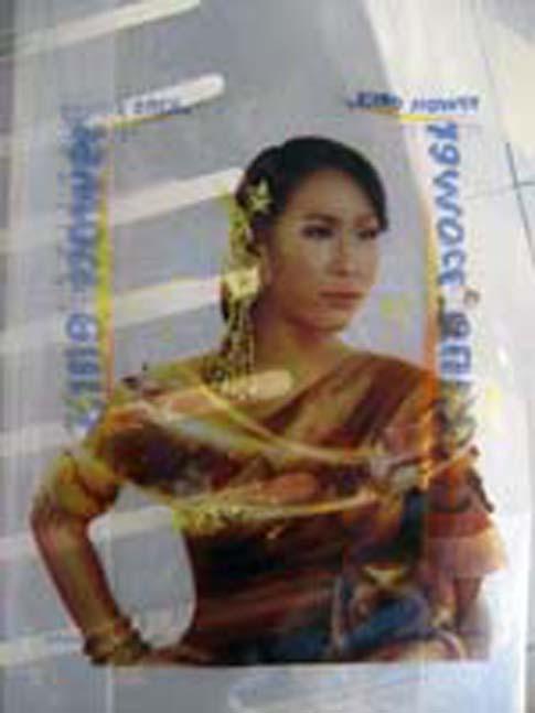 Le sac du duty free de l'aéroport de Bangkok