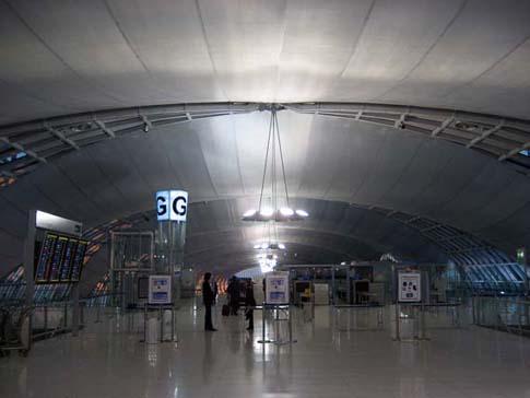 Contrôle de sécurité de l'aéroport Suvarnabhumi à Bangkok