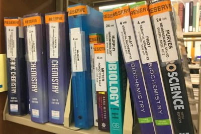 Books reserved for courses on a shelf