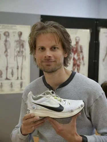 Slower runners benefit most from high-tech shoes, other elite methods