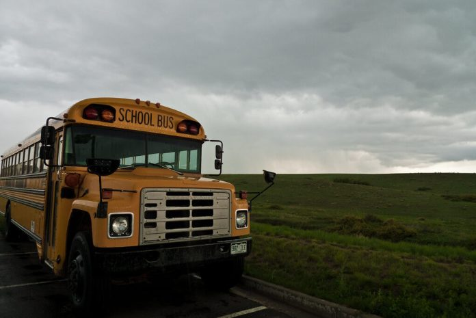 A school bus in Colorado by Pravesvuth Uparanukraw via Flickr: Creative Commons