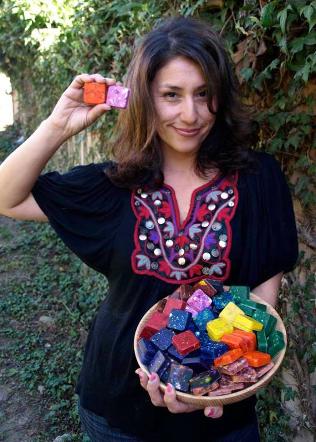 Mom Finds Brilliant Way To Reuse Leftover Crayons From Restaurants & Schools