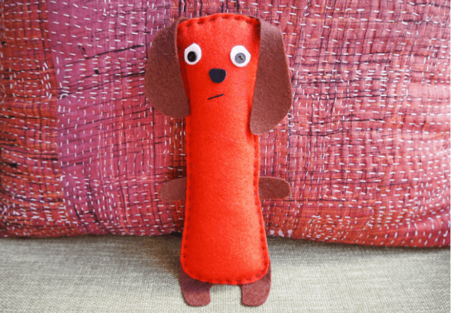 Free pattern: Easy felt dachsund softie
