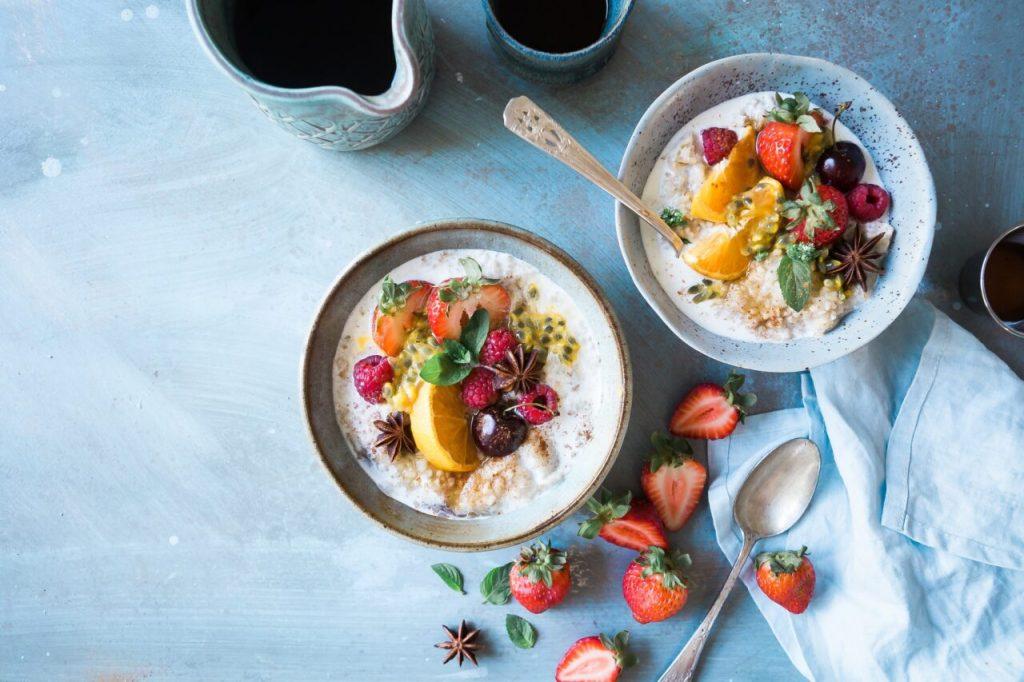 Oatmeal porridge with fresh fruits