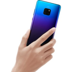 Huawei Mate 20 Fits in the Hand