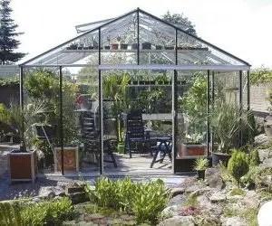 Come proteggere le piante dal gelo serra da giardino