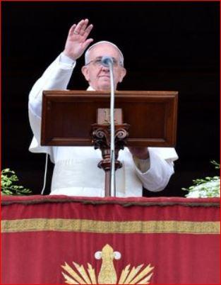Pope Francis gives his Ubi et Orbi blessing