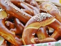 https://pixabay.com/photos/breze-pretzels-salt-delicious-eat-1670107/