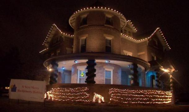 huckleberry house holiday lighting
