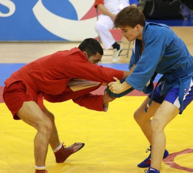 Anthony Dupuis (en bleu) lors du Grand Prix de Paris