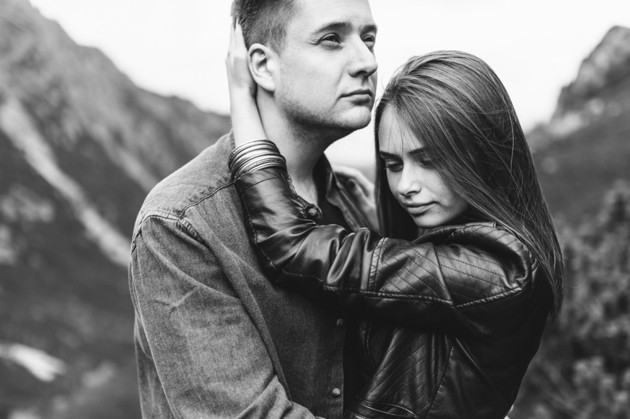 5 warning signs of an emotional affair