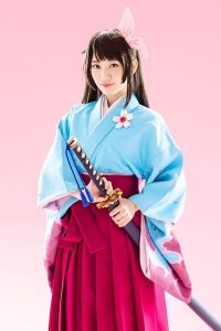 Sakura Wars the Stage cast visual featuring Sakura Amamiya in a blue kimono and pink hakama.