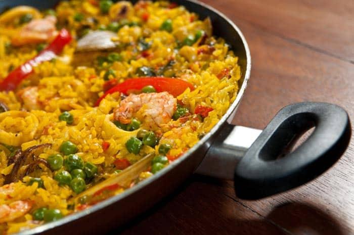 comida española paella de mariscos