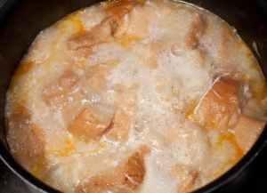 haciendo sopa de ajo