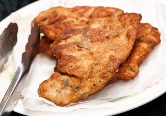 milanesas de pollo recien cocinadas