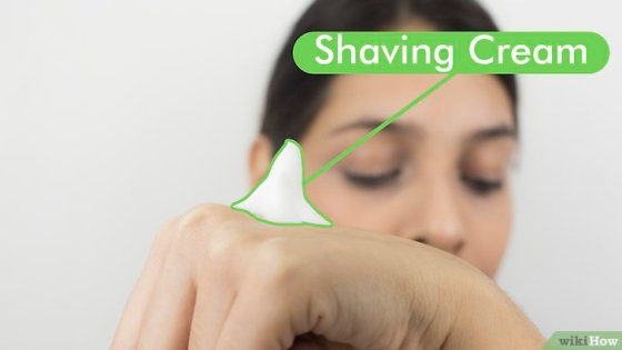 Immagine titolata Shape Your Eyebrows with a Razor Step 2