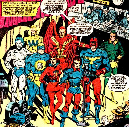 Histoire de comparer avec le Patriot tel que réinventé par Roy Thomas dans Invaders: il est à droit de Bucky, avec un aigle doré sur la poitrine (et la scène est celle de la formation de la Liberty Legion)