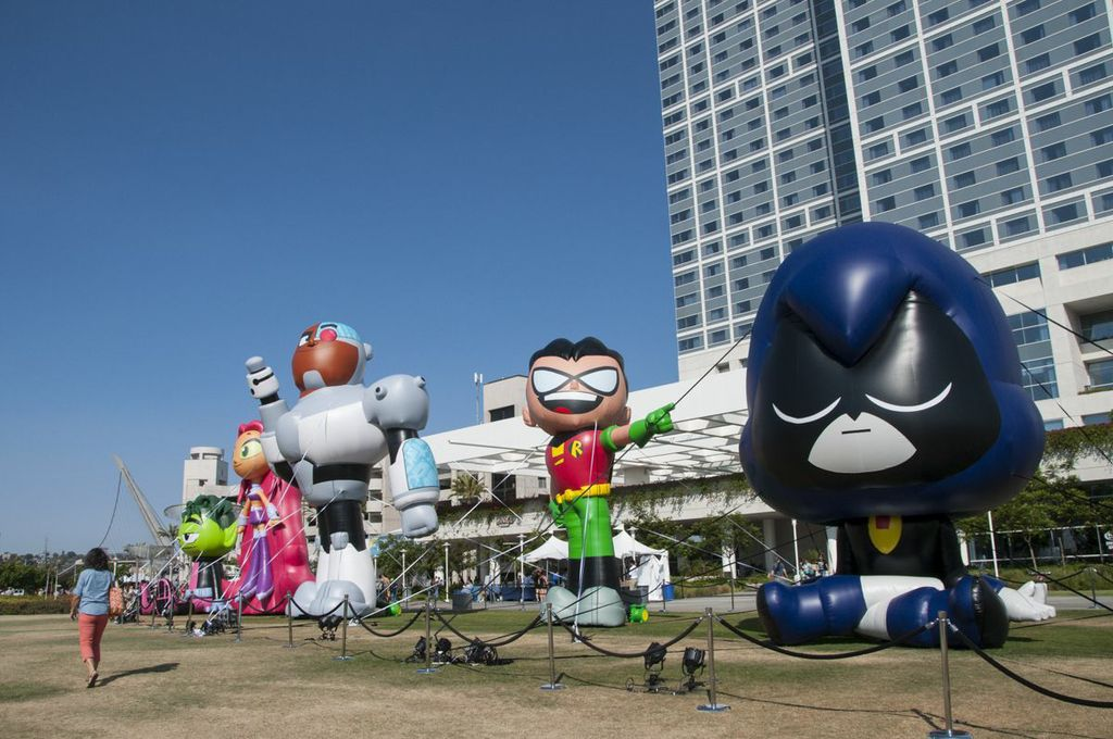 SDCC, SDCC2013, San Diego Comic Con, Teen Titans Go! balloons, giant inflatable cartoon characters