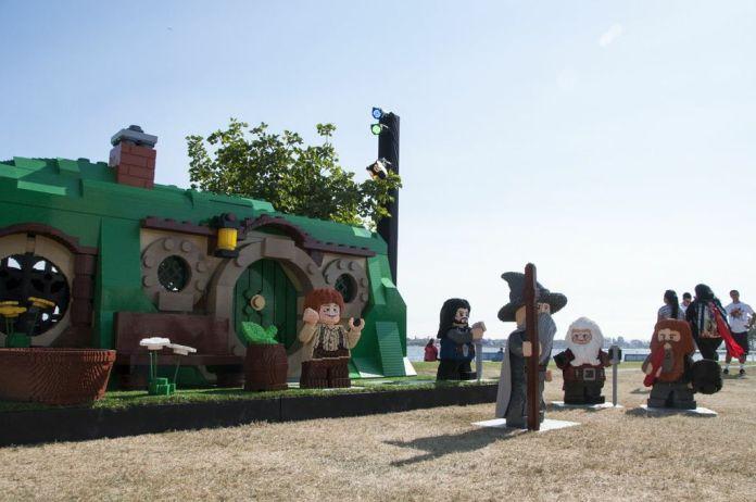 SDCC, SDCC2013, San Diego Comic Con, Lego shire, The Hobbit, Lego Bilbo Baggins, Lego Gandalf, life-size Lego sculptures