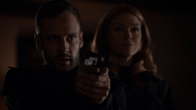 Lance-Hunter-Bobbi-Morse-Gun-Aftershocks
