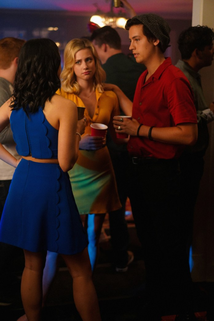 Veronica tries to talk Jughead out of going to Stonewall Prep and stay at Riverdale