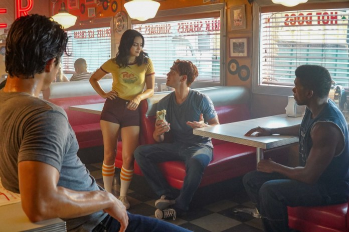 Veronica explains math to Archie on Riverdale