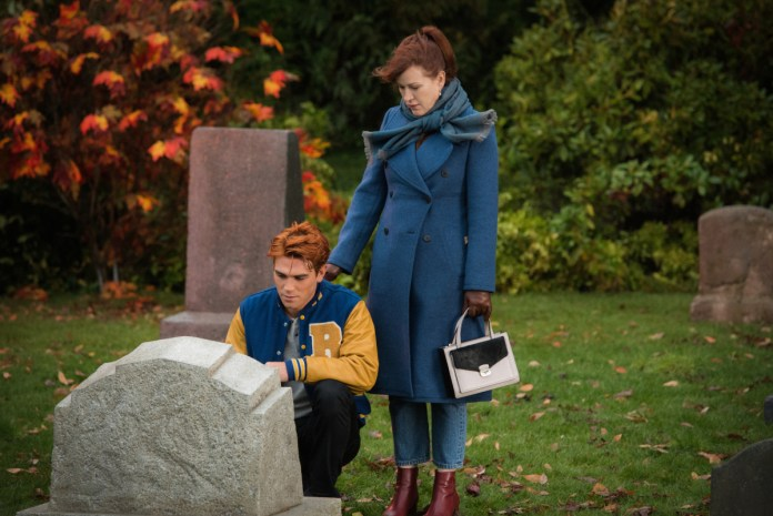 Archie at his father's grave on Riverdale