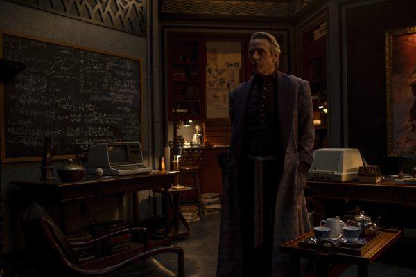 Adrian Veidt receives a visitor on Watchmen