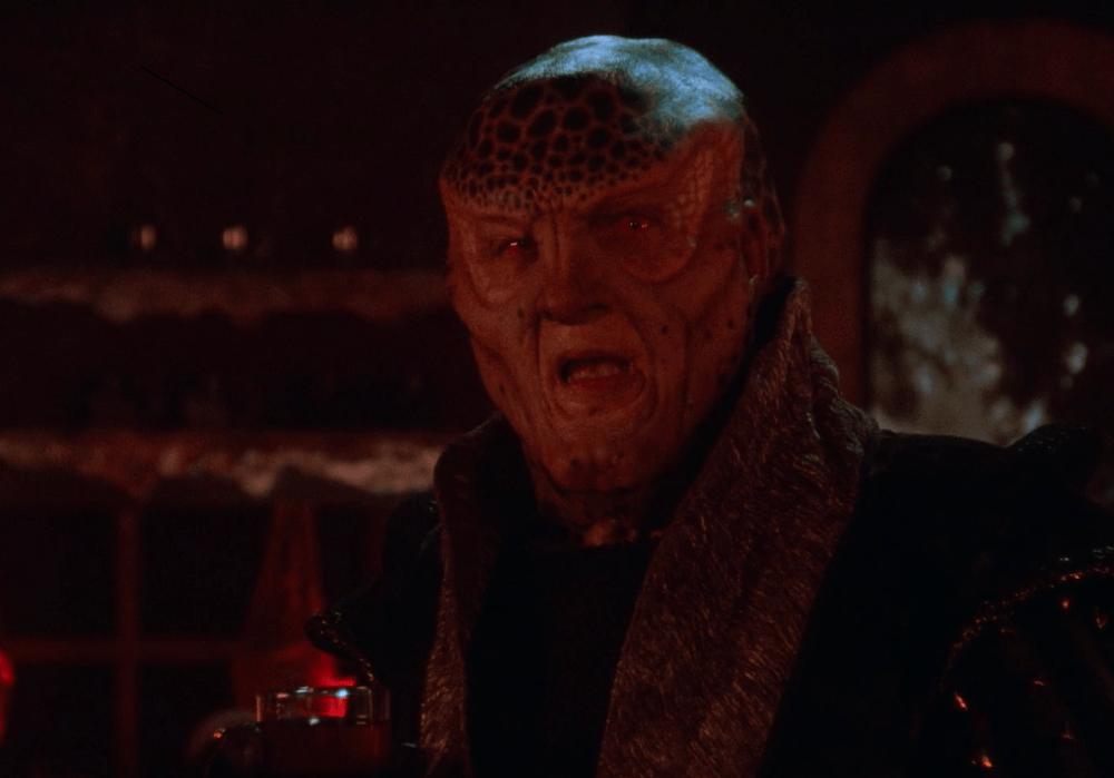A screenshot of the remastered Babylon 5, with G'Kar (Andreas Katsulas)