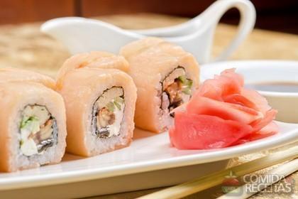 https://i2.wp.com/www.comidaereceitas.com.br/images/stories/Sushi_salmomee.jpg