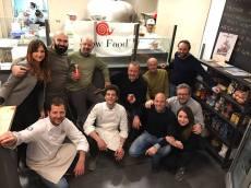 Primo appuntamento di Una Pizza per l'Africa presso la pizzeria Resilienza