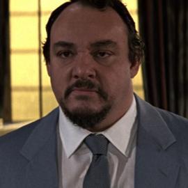 Général Leonid Pushkin Chef du KGB Tuer n'est pas jouer (joué par john Rhys-Davies)