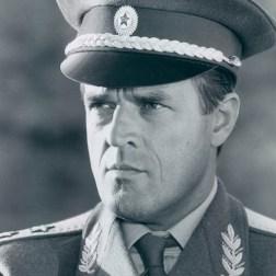 Général Georgi Koskov Tuer n'est pas jouer (joué par Jeoren Krabbé)