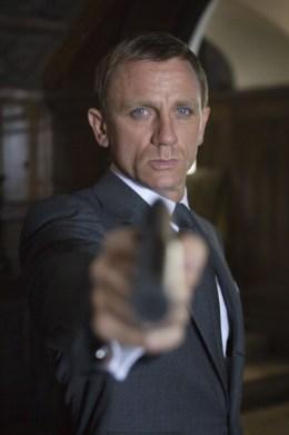 James Bond fait face à Haynes et White