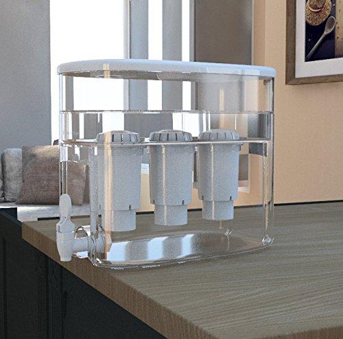 une fontaine à eau sur table