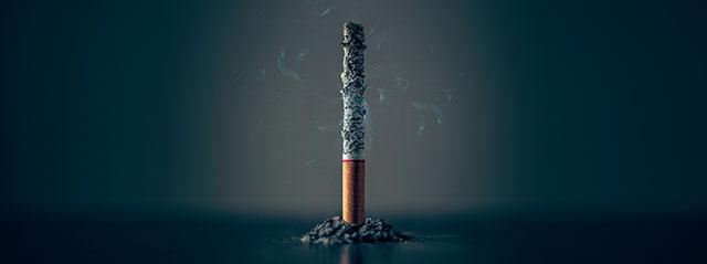 Cigarette qui s'est consumée entièrement, ne laissant que des cendres