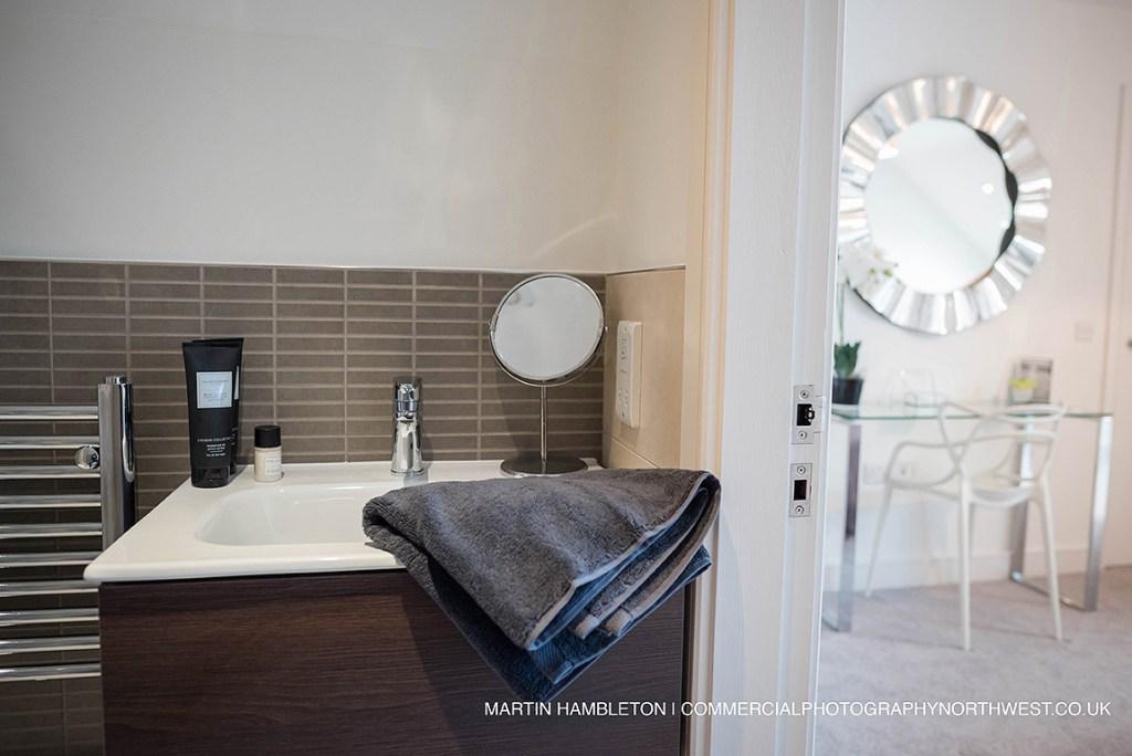 photo of ensuite bathroom