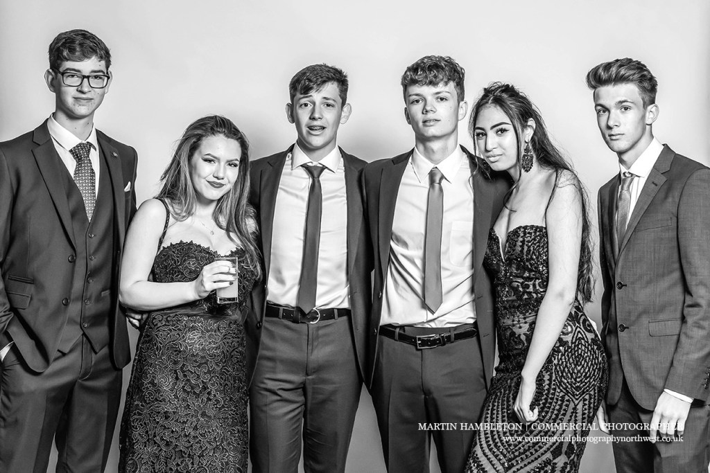 prom photography group shot