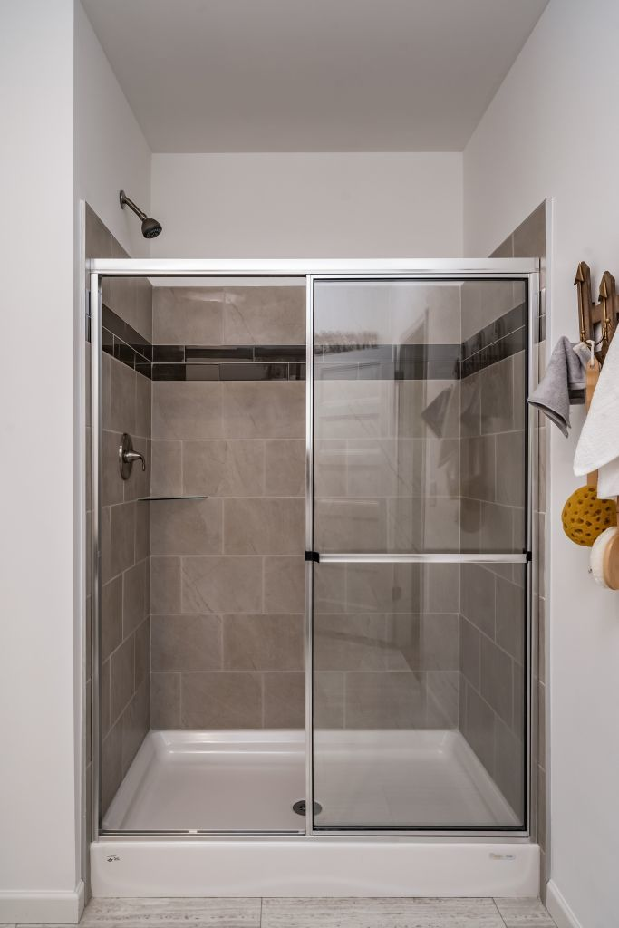 showers and tubs colony homes
