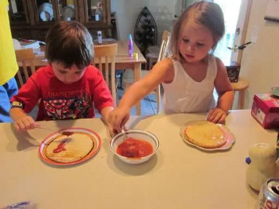 kids_making_pizza