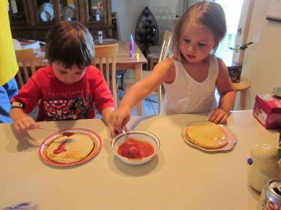 kids_making_pizza