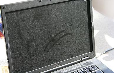 how to clean your laptop screen