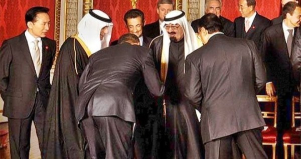 Obama bows to Saudi Arabia King