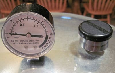 pressure regulator and pressure gauge