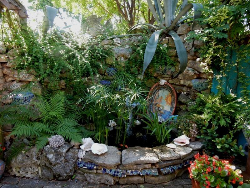 Lucinda Hutson's Mermaid garden