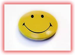 En el curso Cómo diseñar un plan de comunicación efectivo en Social Media hice alusión al carácter optimista que debe tener el Community Manager. He aquí las ideas principales:  • El Community Manager tiene que ser positivo al 110%, ya que su mensaje como embajador de la empresa o marca siempre, siempre ha de estar en esa tasa vibratoria creativa y entusiasta.   • La comunidad, sobre todo si es grande y activa, tenderá a diezmar ese índice de optimismo de forma natural. Por eso, su optimismo tiene que ser del 110%, para que, pase lo que pase, no baje nunca del 100%.   • El optimismo no fantasioso, como un músculo, se puede trabajar y fortalecer y en el caso del Community Manager de redes sociales que tiene que conversar con los fans de Facebook, los grupos de LinkedIn, los seguidores en Twitter y los círculos de Google+ todavía más.   ¿Eres un Community Manager o quieres convertirte en uno?, ánimo, tu optimismo es lo primero!