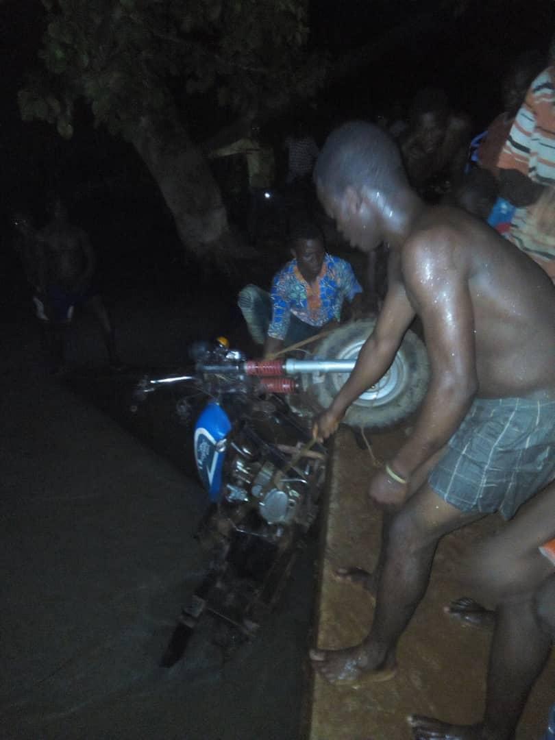 Picture of motorbike falling from Zongo Macheri bridge
