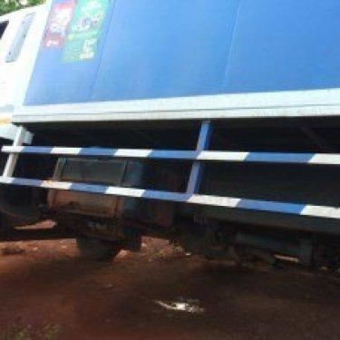Image of truck almost falling into Zongo Macheri River