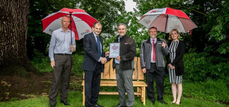 Reclaimed wood bench to celebrate 4000 tonnes with Kier