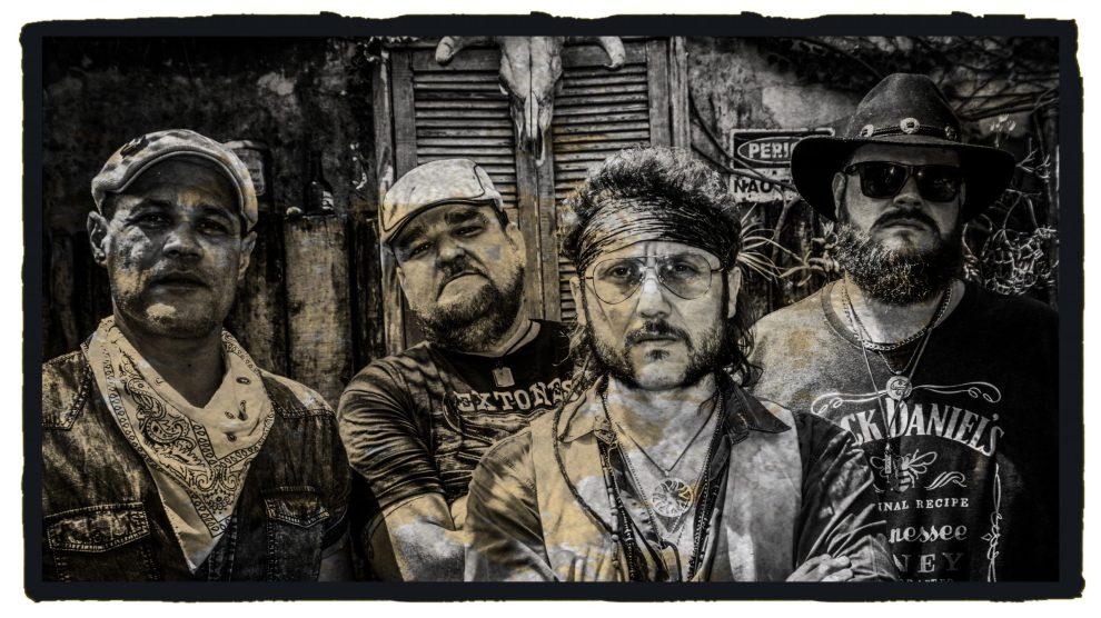 Extones toca rock clássico e southern rock, as músicas retratam sua cidade, experiências vividas por seus integrantes e coisas do cotidiano.